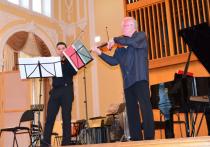 Пианист Виктор Ямпольский: «Самое главное — вовремя сказать детям, что они талантливы»
