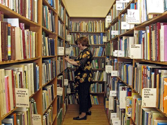 Составлен рейтинг самых популярных книг в библиотеках Москвы: впереди Маркес и Акунин