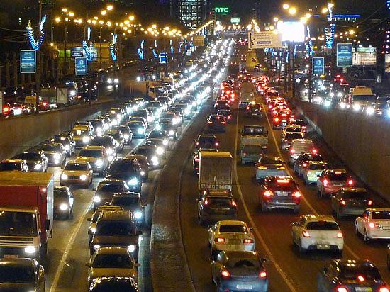 Автомобилисты, скупившие машины, усугубили пробки в Москве