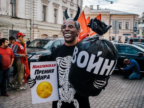 Во время акции президента США символически лишили Нобелевской премии