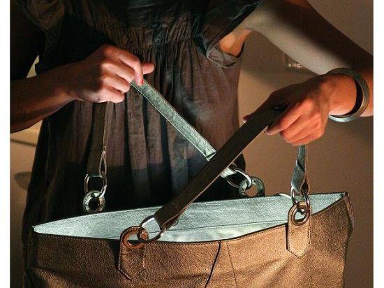 В Москве изобрели дамскую сумочку, способную ослепить преступника