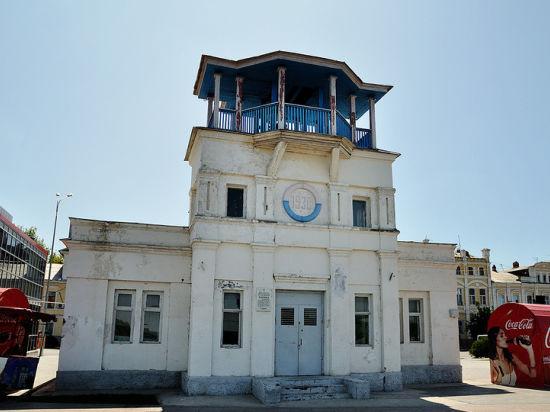 В Астрахани снесли известную спасательную станцию