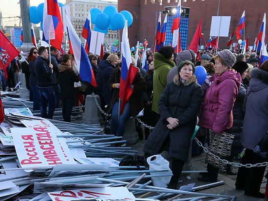 Присоединение Крыма отпраздновали митингом у Кремля