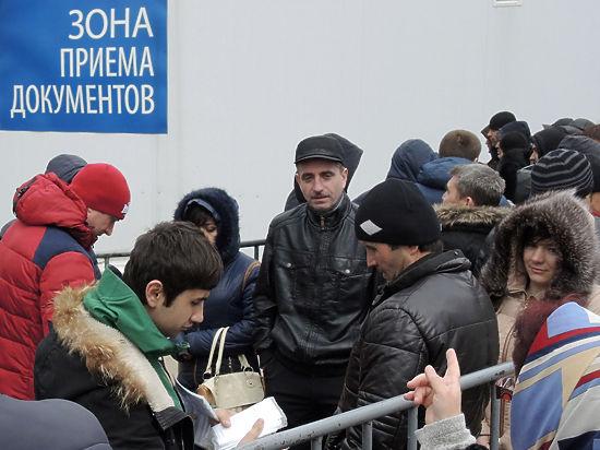 Приезжие начали умирать в очередях за патентами на работу в Москве