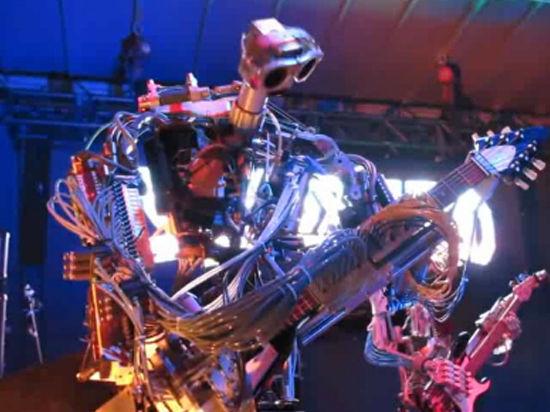 Бал роботов: Пушкин пугал людей, а грета играла в «Ладушки»