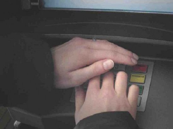Новый уровень подглядывания: как защитить данные на банковской карте?