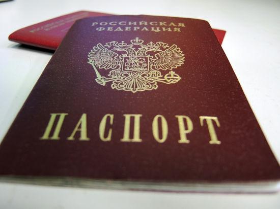 Документы на получение российских паспортов сдали меньше половины крымчан