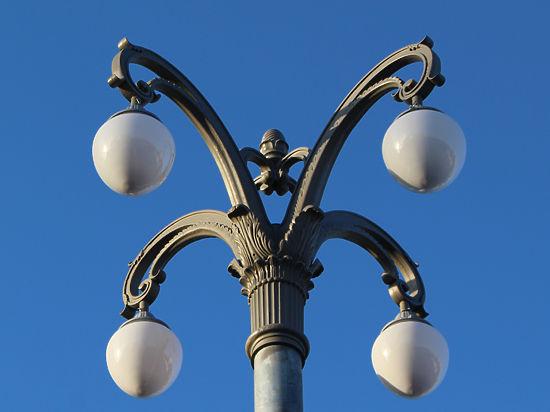 В Москве на мостах установили старинные фонари