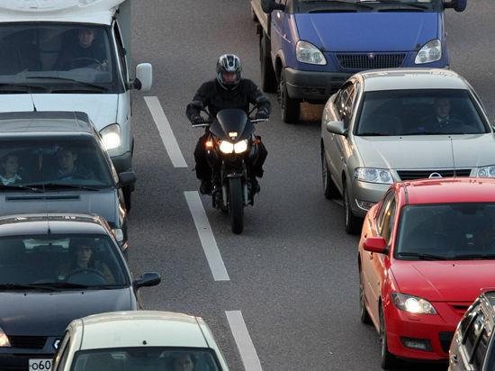 Мотоциклистам не дали ездить по «выделенке»