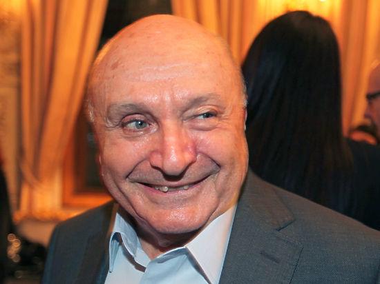 Михаил Жванецкий: «Если соглашусь зарегистрировать коньяк, обязательно выпьем по рюмочке»