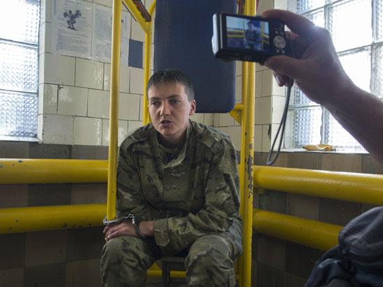 Украинская наводчица Савченко ждет продления ареста: у суда проходит антиамериканский пикет