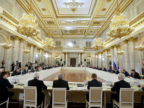 """Академик Фортов на встрече с президентом рассказал о """"странных комбинациях"""""""