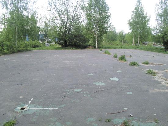 Металлолом начали сдавать целыми детскими площадками