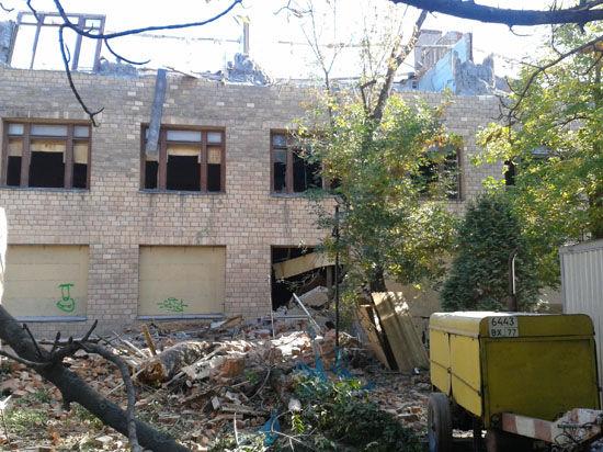 В столице ломают памятник истории — школу Зои Космодемьянской