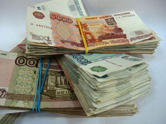 По словам экспертов, рубль и дальше будет сдавать позиции