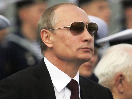 Перед выступлением Путина политиков в Крыму встречают портретом Обамы