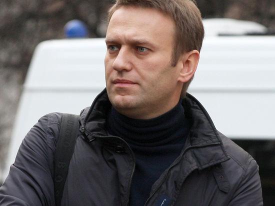 Суд не хочет рассматривать дело Навальных?