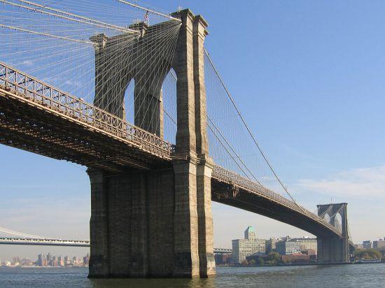 Самый знаменитый мост Нью-Йорка обрушился на пешеходов