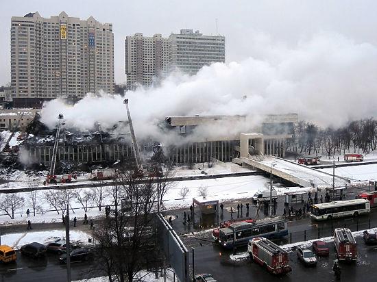 Сгоревшая библиотека как символ новой жизни