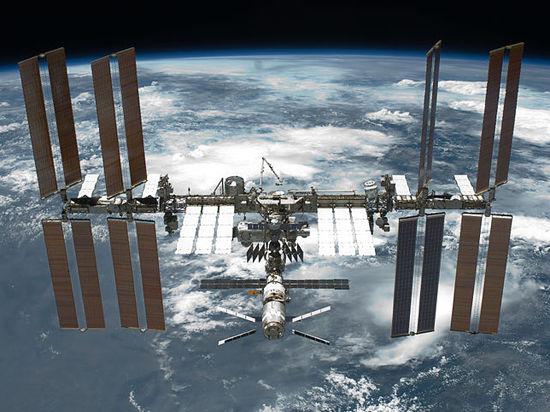 Российские космонавты соберут бактерии в открытом космосе