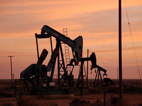 СМИ: Россия предложит ОПЕК обоюдное сокращение добычи нефти