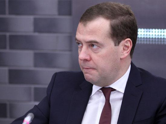 Медведев гарантировал 400 миллионов долларов на «русский дримлайнер» МС21