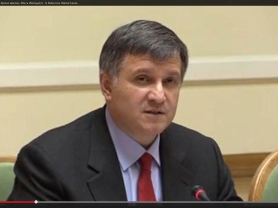 Советник Авакова обвинил Януковича в выдаче гостайны Украины