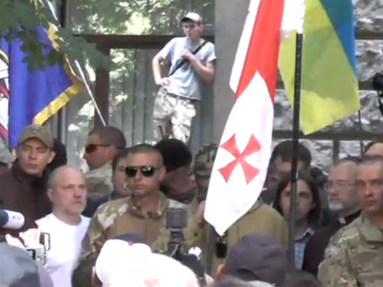 Батальоны «Днепр» и «Донбасс» вышли на Майдан и угрожают Порошенко
