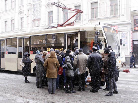 Жуткое ЧП в Москве: трамвай отрезал ноги торопившейся на учебу школьнице