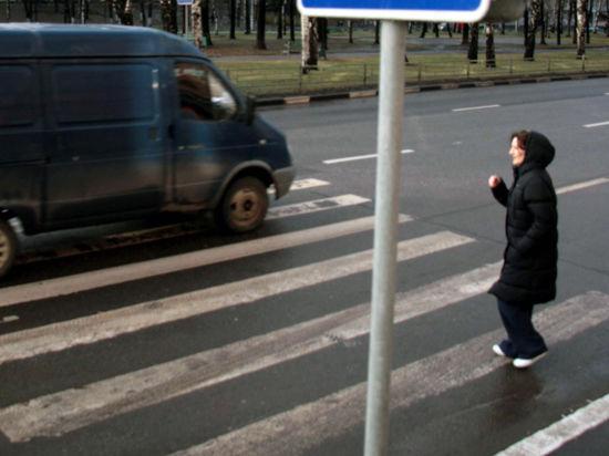 Жителей домов в центре Москвы заблокировали бетонными блоками