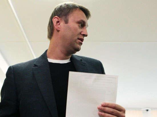 Навального — за решетку: ФСИН требует изменить меру пресечения для оппозиционера