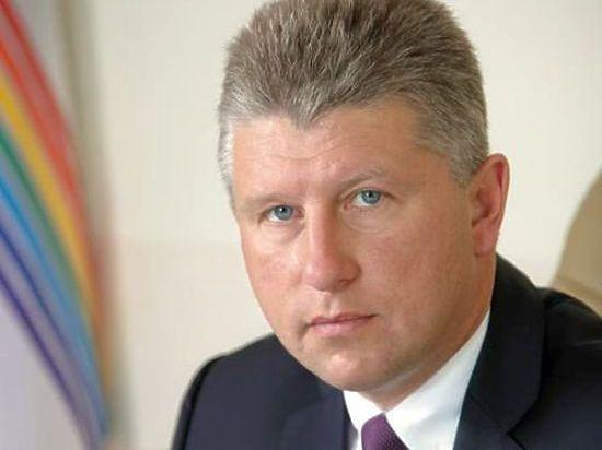 Ему уже предъявлено обвинение по  ч.3 ст.285 УК РФ (злоупотребление должностными полномочиями, повлекшее тяжкие последствия