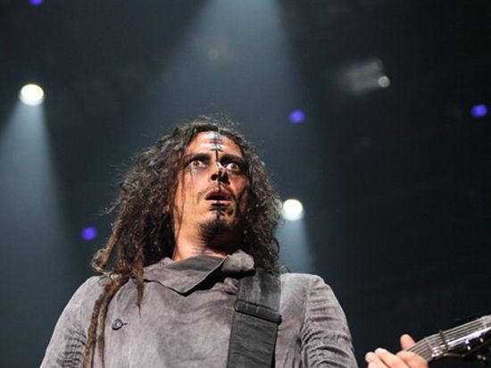 Гитариста легендарной группы Korn спасают красноярские врачи