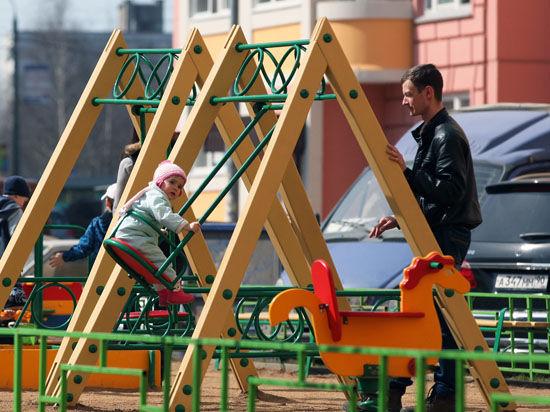 В Москве детские площадки оборудуют кнопками «SOS»