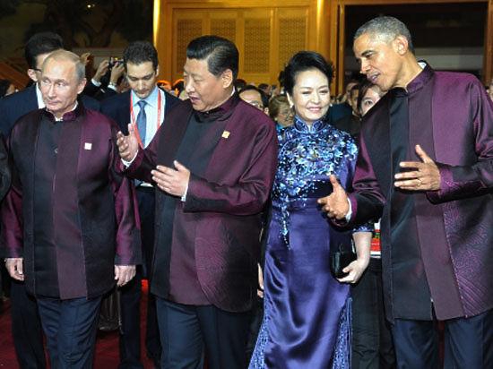 На саммите АТЭС Си Цзиньпин попытался примирить двух президентов при помощи национальной моды