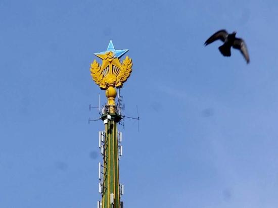 Подозреваемые в установке украинского флага на высотку отправлены под домашний арест