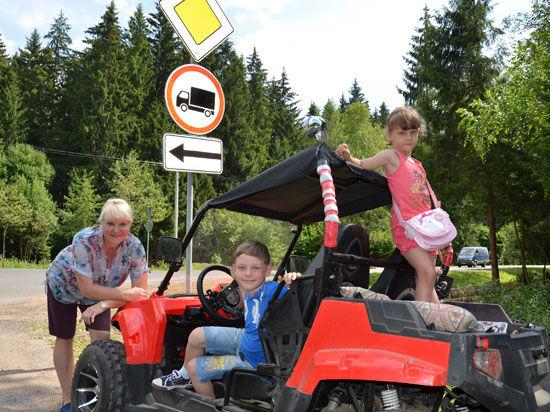 Маргарита Суханкина научила детей кататься на квадроцикле