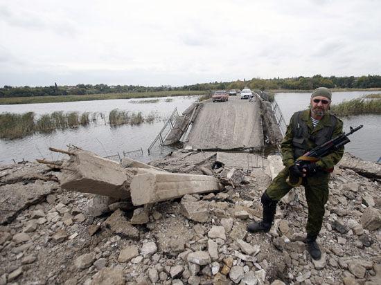«Все друг друга успокаивают, что у нас лучше, чем в Луганске. Там зарплаты выдают едой»