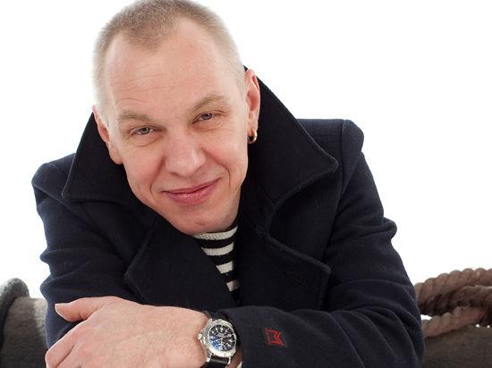 Александр Ф. Скляр устроил флешмоб с суворовцами на Ленинградском вокзале
