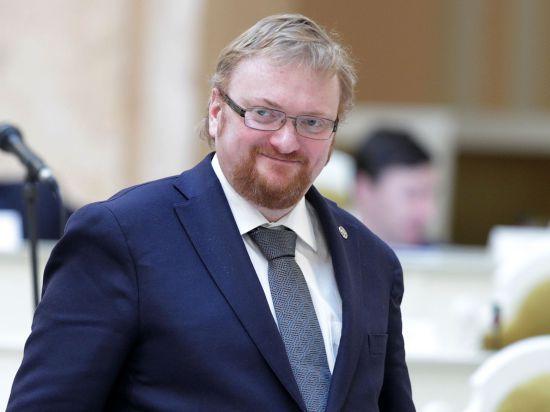 По данным его пресс-службы, основанием для такого выбора стала активная деятельность депутата во время конфронтации на Украине