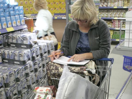 Российские покупатели атаковали финские магазины: везут все — от йогуртов до палаток