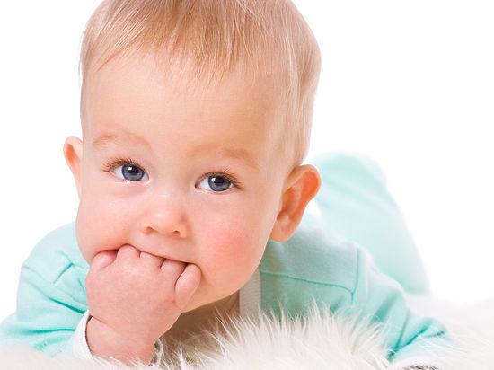 Режутся зубки у малыша, нужна ли помощь?