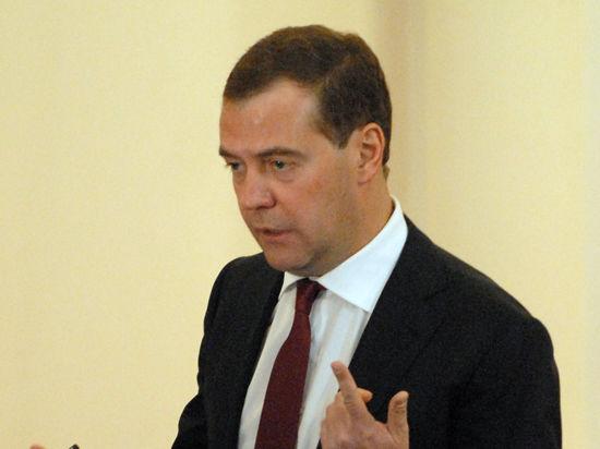 Медведев в Абрау Дюрсо предложил принять закон о вине