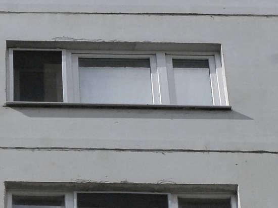 ЧП в Подмосковье: юрист зарезал бабушку и выбросил в окно дочь, возомнив себя властелином мира