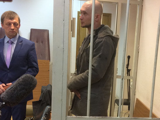 Нацбола, распылившего газ на концерте Макаревича, арестовали на месяц