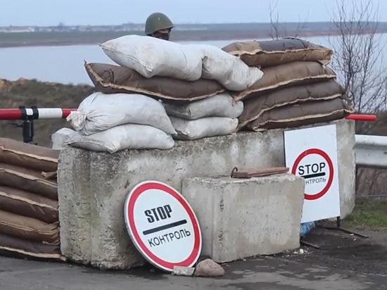 Украинские военные укрепляют границу с Крымом: четыре линии траншей и замаскированные БМД