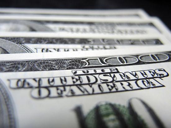 Доллар творит историю: курс американской валюты впервые выше 52 рублей. Евро - 65