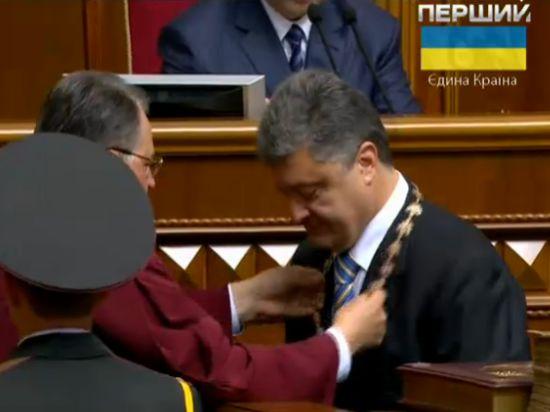 Порошенко поклялся служить украинскому народу