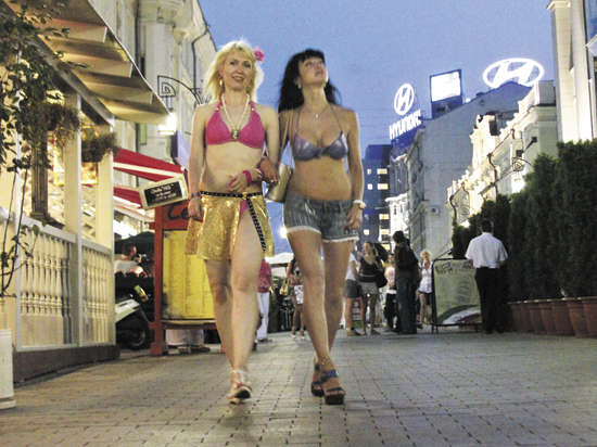 Голые девочки на улицах онлайн