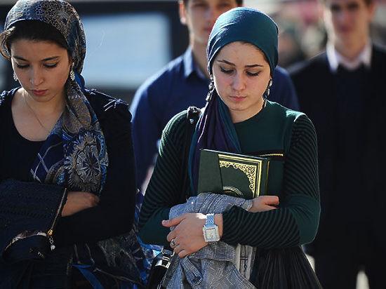 В хиджабе берут в рот домашние фото, пизда не влазит в трусы фото